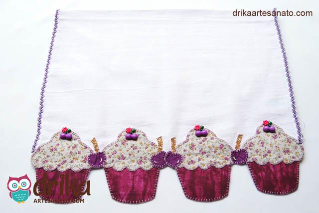 Pano de Prato com Recorte de Contorno e Apliques de Cupcakes